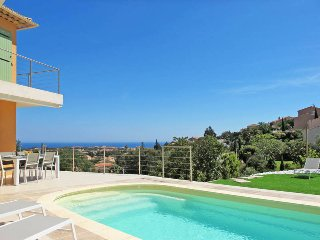 4 bedroom Villa in Saint-Aygulf, Provence-Alpes-Côte d'Azur, France : ref 543585