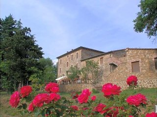 Ticchiano Villa Sleeps 8 with Pool and WiFi - 5433403
