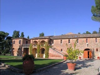 Siena Villa Sleeps 22 with Pool - 5433402