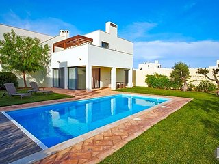 3 bedroom Villa with Pool - 5433166
