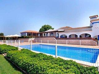Malhadais Villa Sleeps 14 with Pool Air Con and WiFi - 5433077