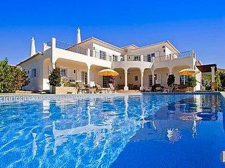 4 bedroom Villa in Carvoeiro, Faro, Portugal : ref 5433426