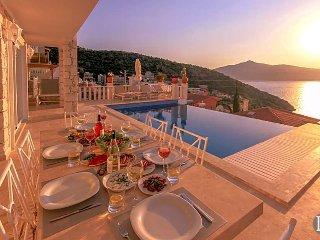 Kalkan Villa Sleeps 14 with Pool Air Con and WiFi - 5433184