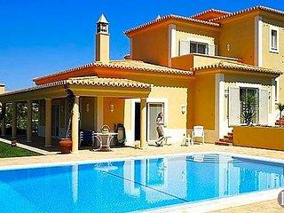 Estombar Villa Sleeps 6 with Pool and Air Con - 5433045