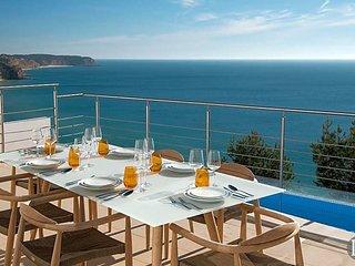 Salema Villa Sleeps 12 with Pool Air Con and WiFi - 5433282