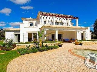 4 bedroom Villa in Alvor, Faro, Portugal : ref 5433011