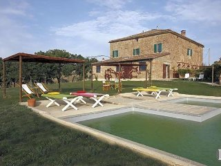 Siena Villa Sleeps 12 with Pool Air Con and WiFi - 5433051