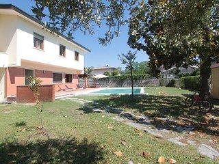6 bedroom Villa in Forte dei Marmi, Tuscany, Italy : ref 5426714