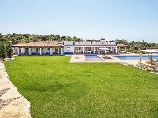 4 bedroom Villa with Pool, Air Con and WiFi - 5405539