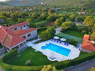 4 bedroom Villa in Mitrovići, Dubrovačko-Neretvanska Županija, Croatia : ref 540