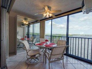 Gulfview/Bayfront Condo with Million Dollar Views on Siesta Key