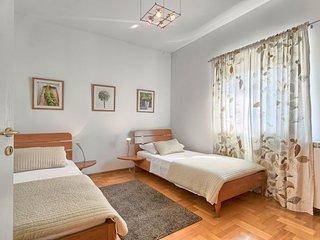 Stinjan Holiday Home Sleeps 16 with Pool Air Con and Free WiFi - 5389059