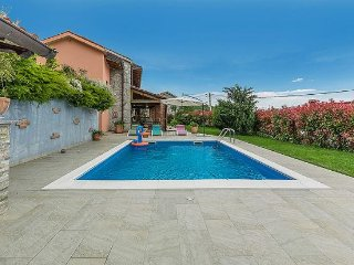 3 bedroom Villa with Air Con, WiFi and Walk to Shops - 5343672