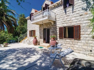 Beautiful home in Cavtat w/ WiFi and 6 Bedrooms