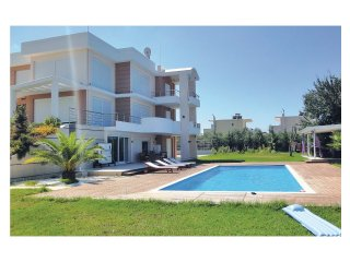 Nice home in Preveza w/ WiFi and 7 Bedrooms