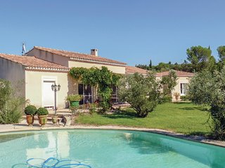 Beautiful home in Boulbon w/ WiFi, Outdoor swimming pool and 4 Bedrooms