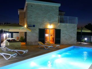 Villa Dino with pool, in the oldest village on Brac!