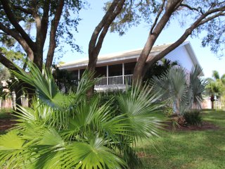 Spacious 2 BR 2nd Floor End Unit with Vaulted Ceilings in Plantation Golf Club