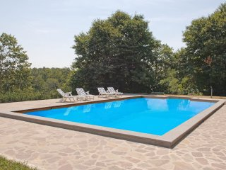 San Quirico Villa Sleeps 9 with Pool and WiFi - 5241793
