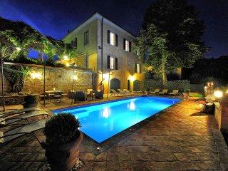 Fabbrica Villa Sleeps 13 with Pool Air Con and WiFi - 5241498