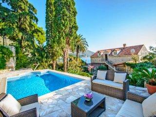 4 bedroom Villa in Mlini, Dubrovačko-Neretvanska Županija, Croatia : ref 5238996