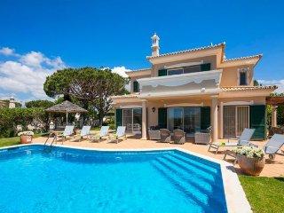 3 bedroom Villa in Vale do Lobo, Faro, Portugal : ref 5238954