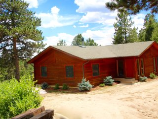 Huge Deck with Gorgeous Pike's Peak & Forest View (New House Inside)