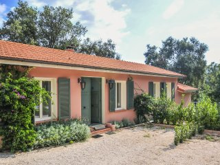 2 bedroom Villa in Theoule-sur-Mer, Provence-Alpes-Cote d'Azur, France : ref 504