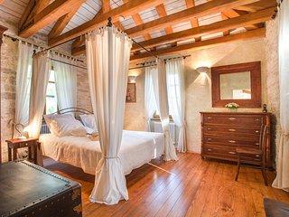 Ubasico Villa Sleeps 6 with Pool and Air Con - 5048831