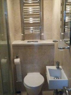 The recently refurbished en suite bathroom
