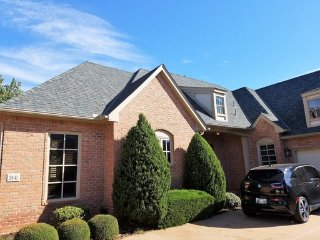 Awesome, Executive Gated Community in Edmond