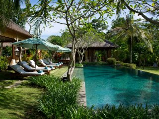 Surya Damai - Pool and dining room