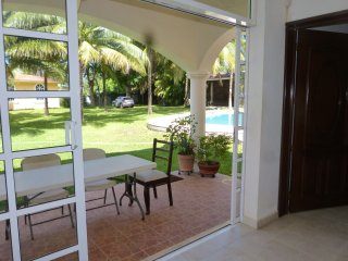 GUEST HOUSE 2 BEDROOM BIG POOL HUGE GARDEN IN CANCUN COUNTRY AREA