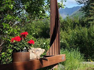 Eagle Peak Guesthouse    ( wilderness stay - minutes away)