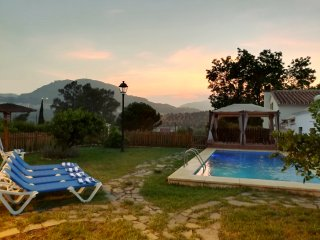 Romantic Farmhouse La Gavia,on an orange grove Pool-A/C-Jacuzzi.Family friendly.