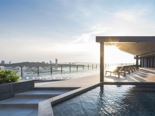 Luxury Modern Seaview condo in Central Pattaya