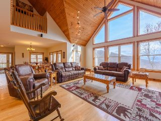 6BR Mountain Home, Central Location in Boone, NC, Pool Table, Foosball Table