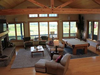 Upscale Private Home W/Gorgeous Views! Secluded HOT TUB. Minutes To