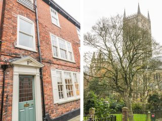 2 JAMES STREET, woodburner, three floors, family-friendly, in Lincoln, Ref. 9571