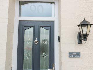 THE SALT HOUSE, centre of Newquay, en-suite, pet-friendly, Ref 944274