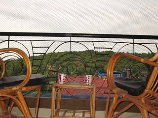 LOVELY  APARTMENT IN THE HEART OF CANDOLIM  IN A RESORT WITH SHARED POOL