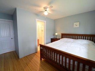 Room#205 Near Brentwood: King-size bed with private washroom