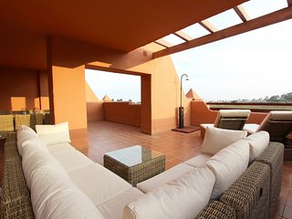 Vinedos del Mar 1: Brand New Apartment, Perfect for 2 Families (8 guests).