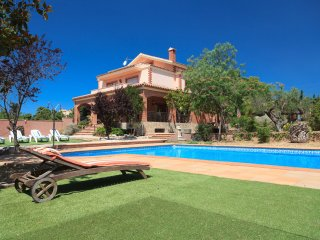 VILLA BOTARELL 004: Impressive villa with private pool in a charming village !