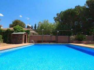 VILLA BOTARELL 004: Impressive villa with private pool in a charming village !
