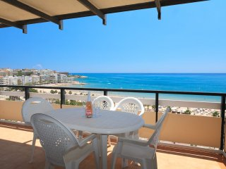 RODAS 168: Lovely apartment  situated on Salou's main boulevard, on 11th floor!!