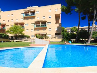 UHC GOLDEN PINEDA 205: Lovely apartment, located near the beach of La Pineda!!