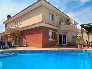 VILLA SAUNER 133:Fantastic 5 bedroom villa located in Salou, near to the beach!