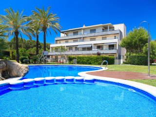 UHC SALOU VILLA 302: Fantastic high standard ground floor apartment in Salou.