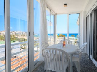 UHC ALEXIS 007: Nice apartment located in a first sea line and in Salou centre!
